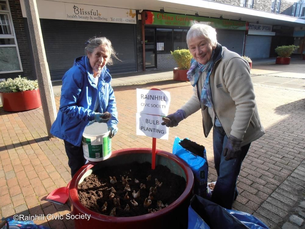 Planting bulbs in Precinct